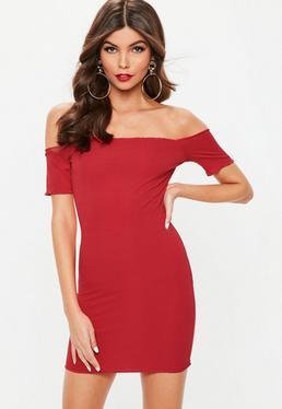 Czerwona prążkowana sukienka bardot
