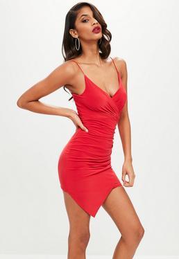Czerwona asymetryczna zawijana sukienka