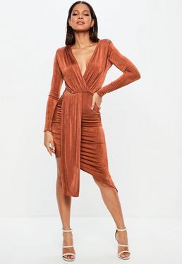 Vestido con aberturas en marrón