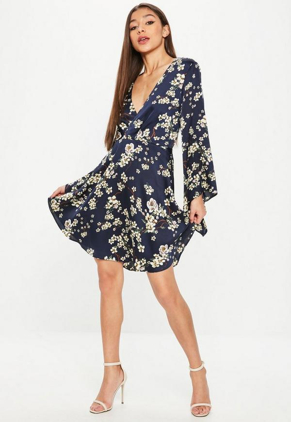 navy satin kimono kleid mit blumenmuster missguided. Black Bedroom Furniture Sets. Home Design Ideas