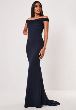058e9a457 Vestido dama de honor bardot de encaje con cola en azul marino