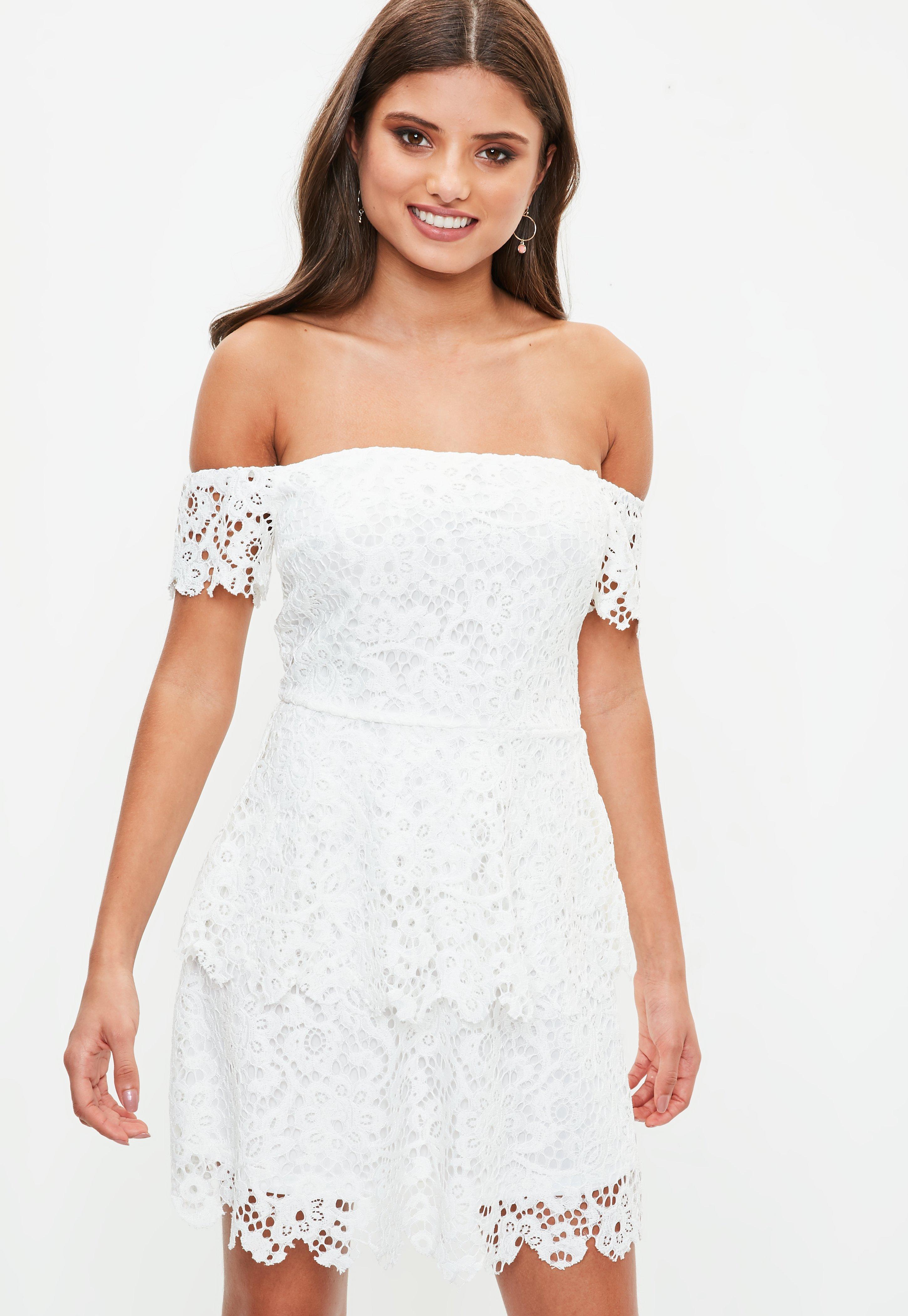 Robe blanche en dantelle