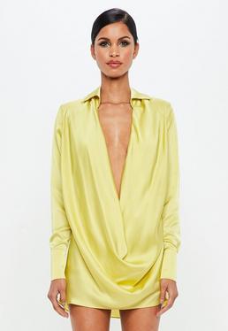 Peace + Love Vestido corto con escote holgado de satén en amarillo