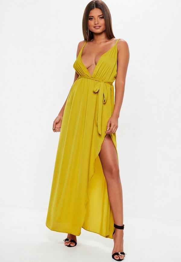 e2776ca290a51 Robe longue soyeuse jaune-verte décolleté plongeant   Missguided