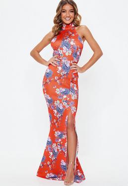 42d9e2e61 Vestido largo con choker de flores en rojo