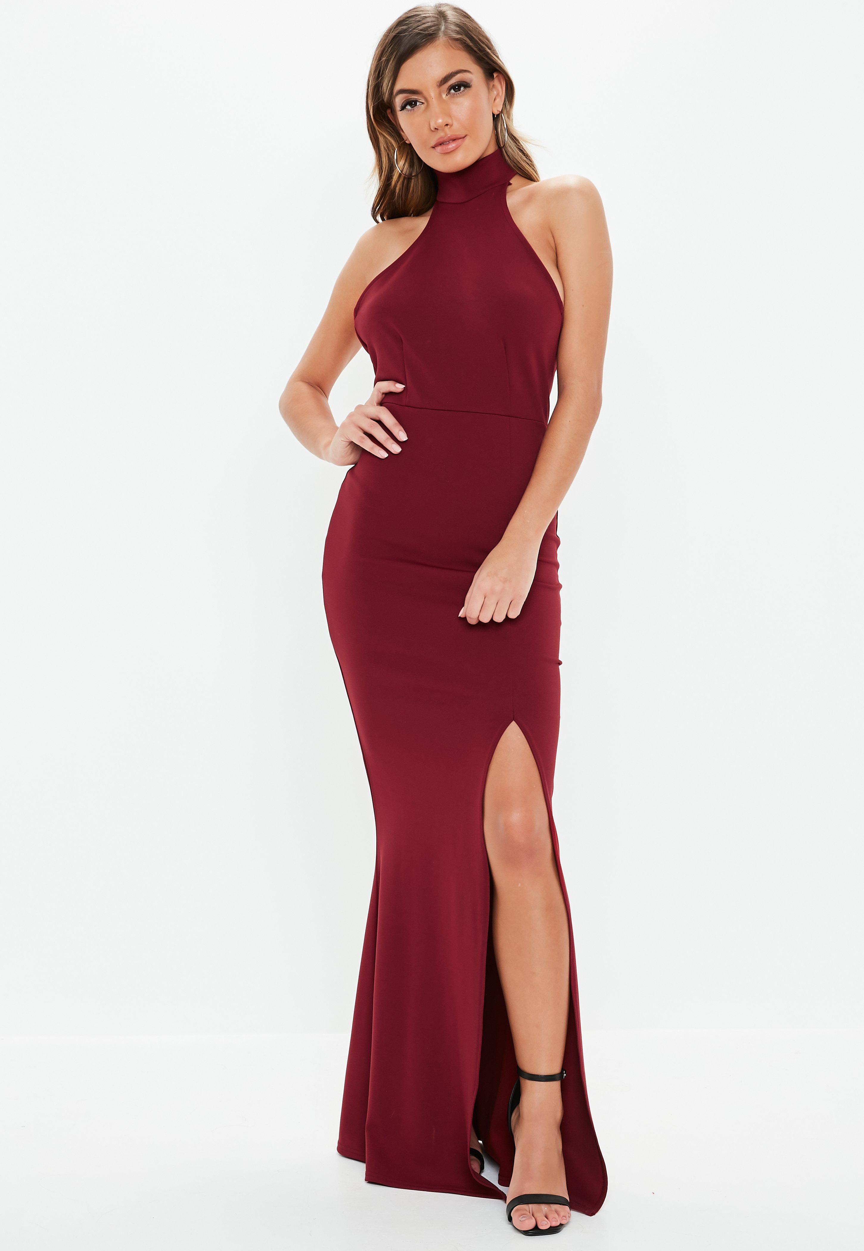 c81ff76c43 Burgundowa sukienka maxi z chokerem