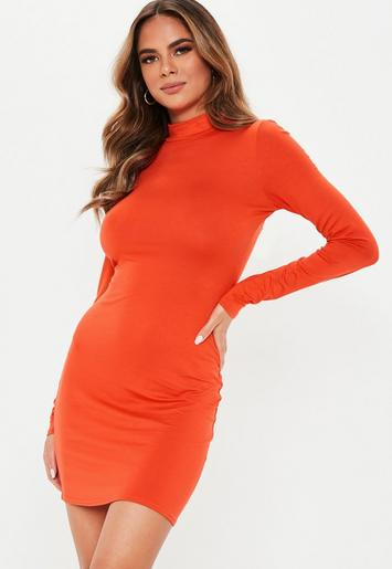 e28ed0376db Robe courte et moulante orange à col montant