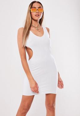 943ae41bcc Vestido corto con abertura en blanco