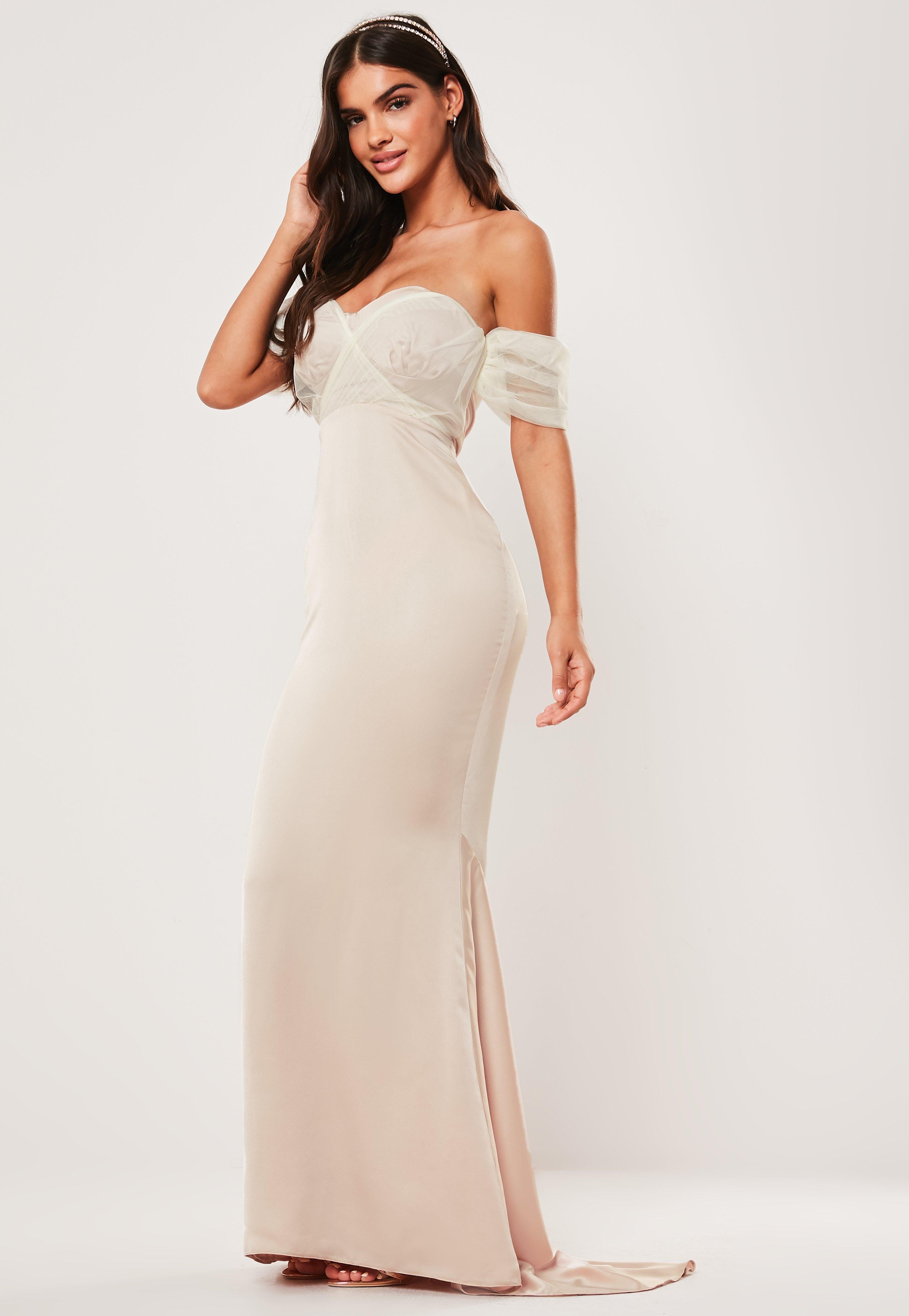 3b4a51c048ac Vestido largo bardot con mangas abullonadas de organza en champán