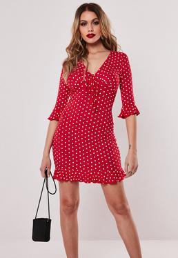 Чайное платье из красного джерси в горошек
