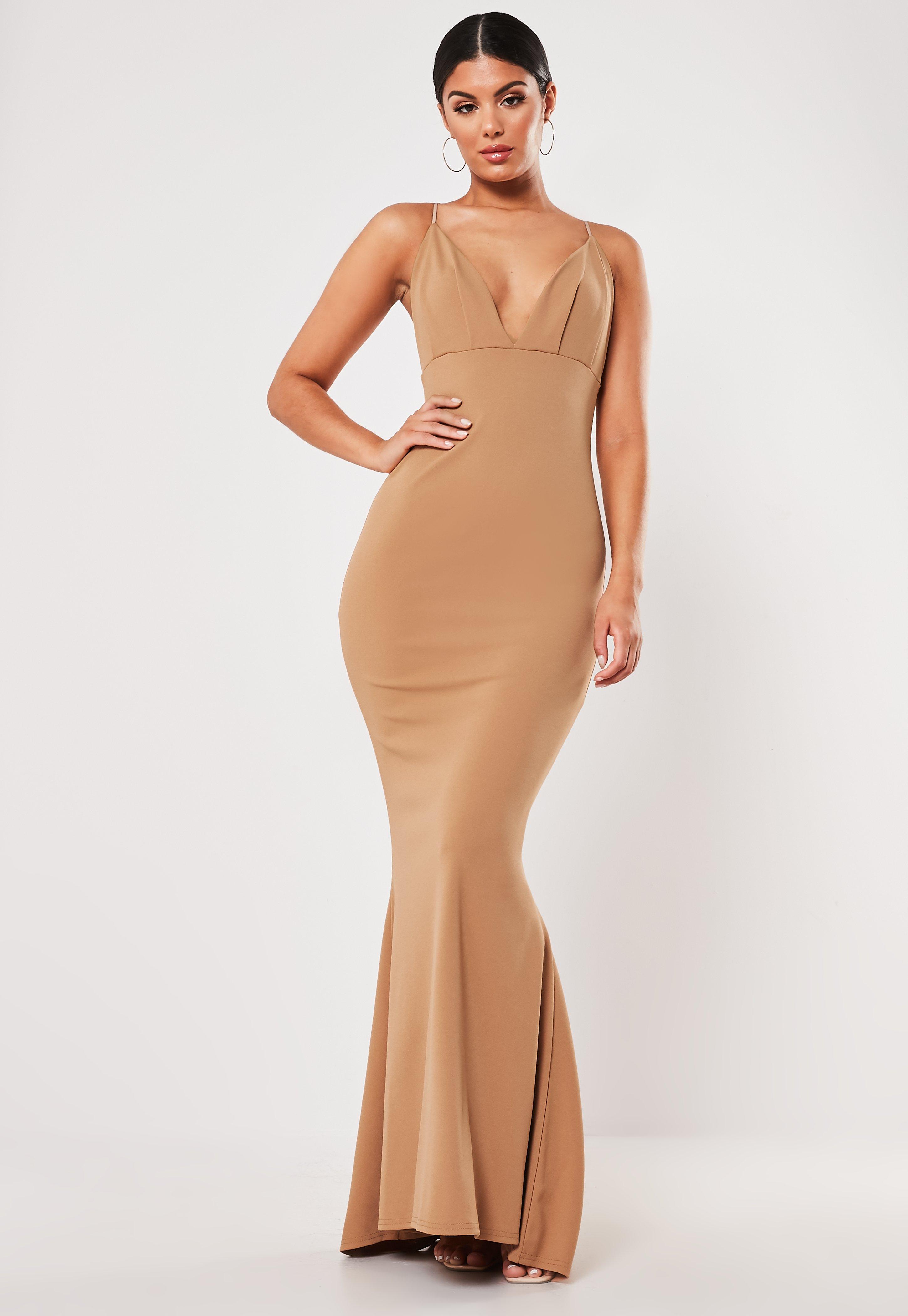 523a60722e36 Vestido largo de escote plisado con cola en camel
