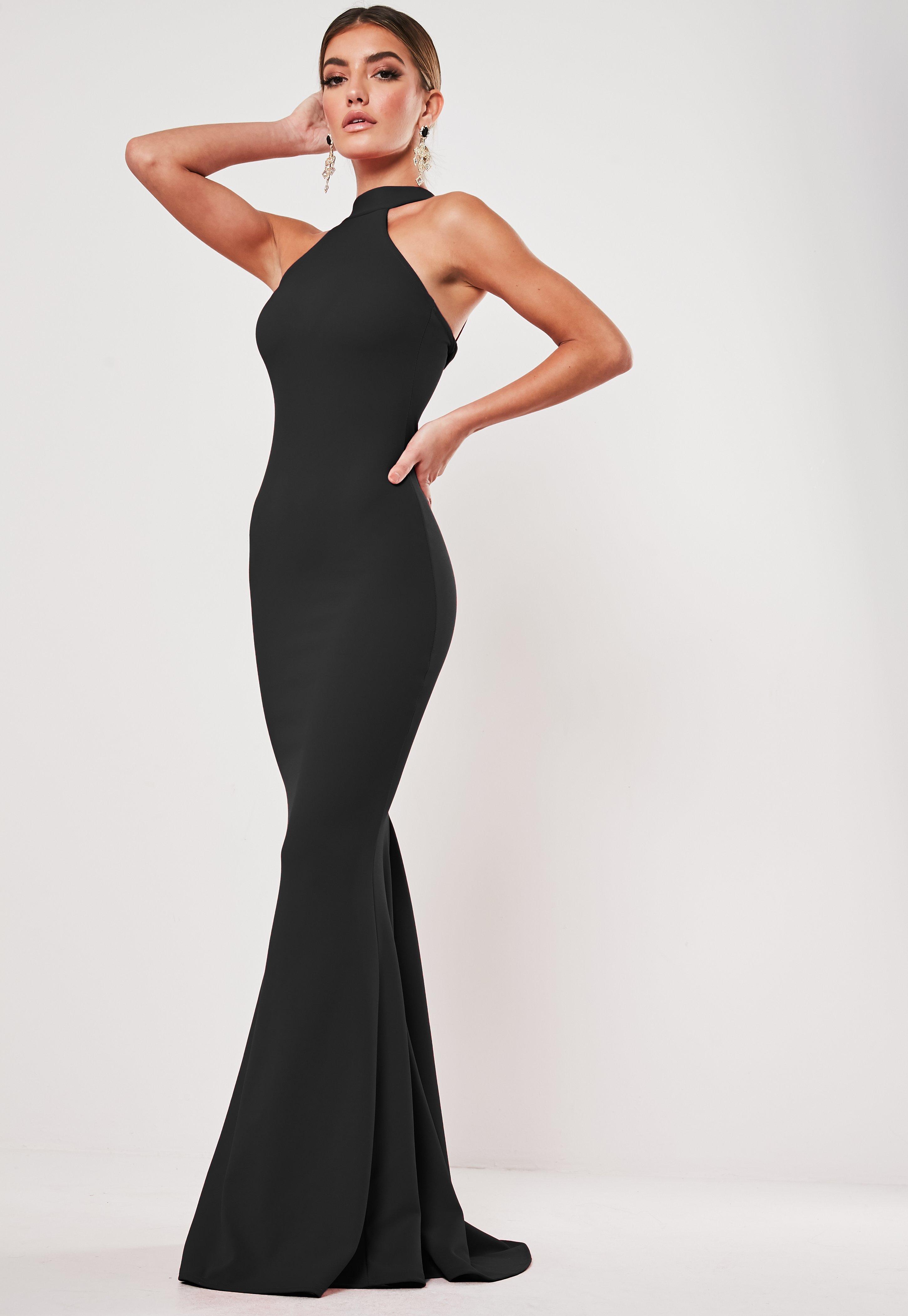 Czarna sukienka maxi z zabudowanym dekoltem