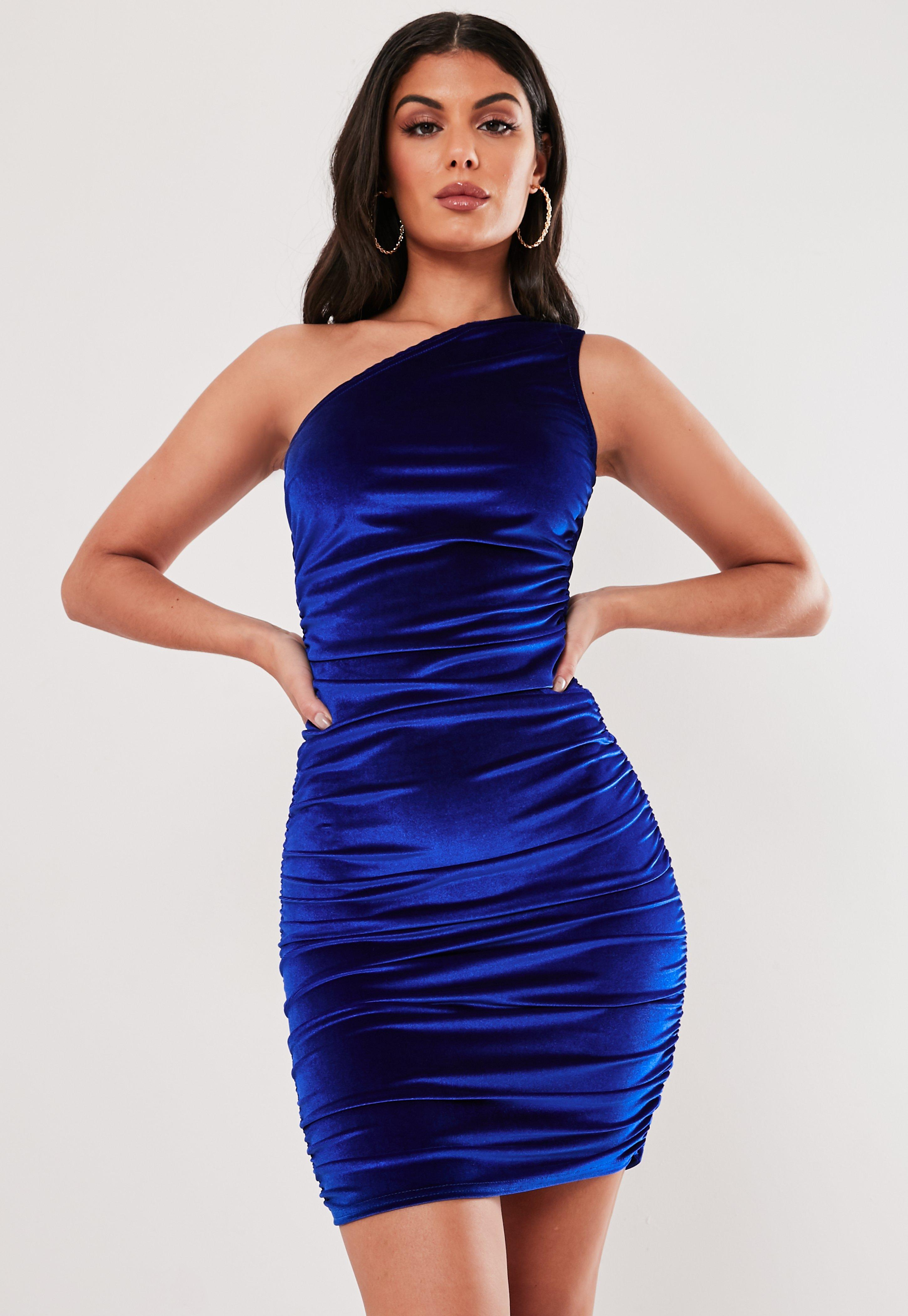 Vestido Corto Asimétrico Fruncido De Terciopelo En Azul