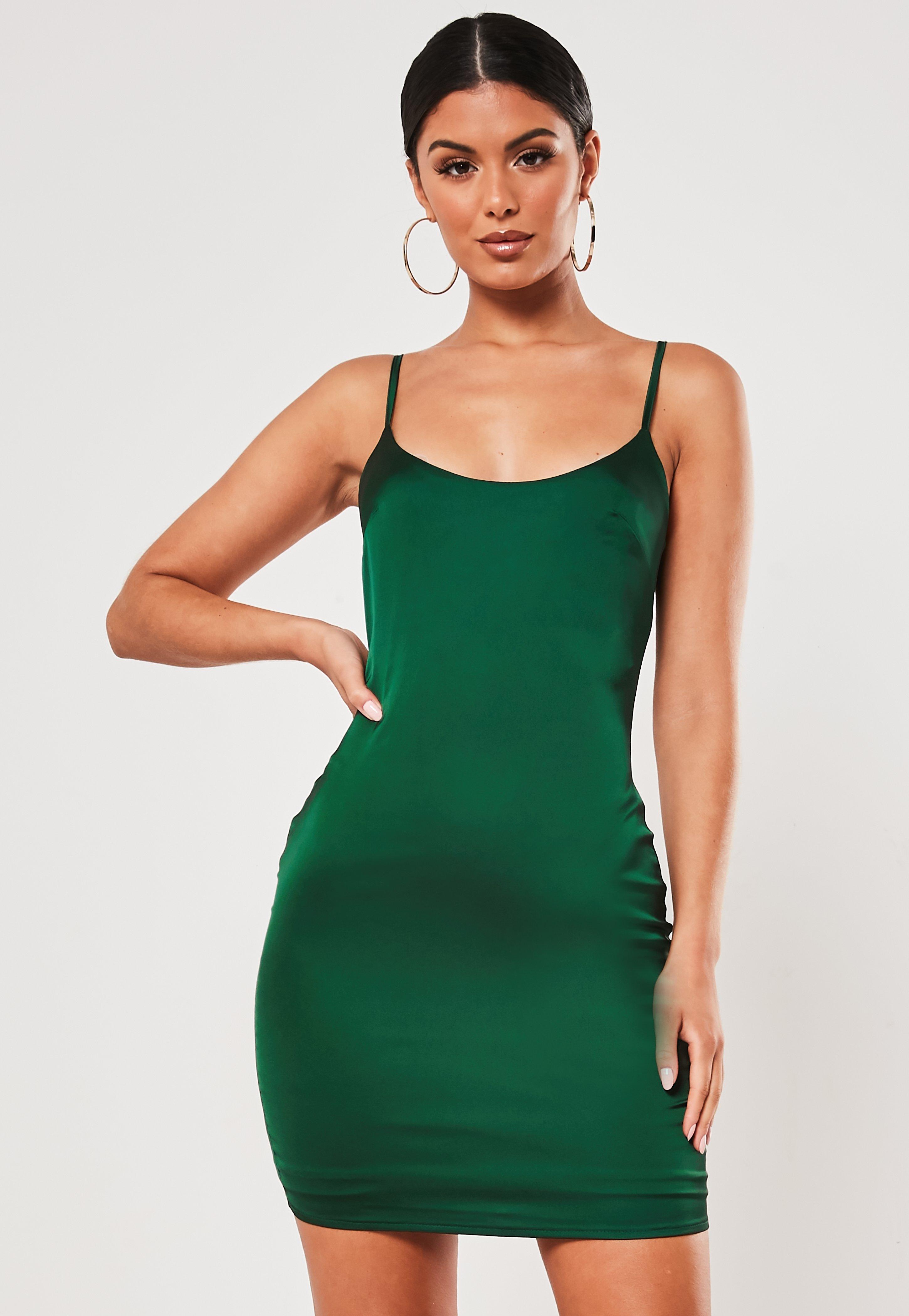 Vestido Corto Ajustado De Satén En Verde