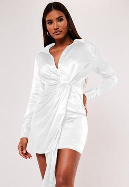 Bia?a teksturowana satynowa sukienka mini z koszulow? gór?