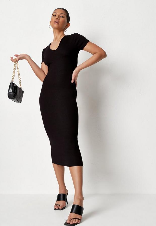 Artikel klicken und genauer betrachten! - Geripptes Midaxi-Kleid mit Kerbausschnitt in Schwarz   im Online Shop kaufen
