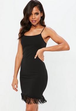 Czarna sukienka z frędzlami