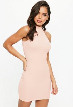 Vestido con cuello alto en rosa