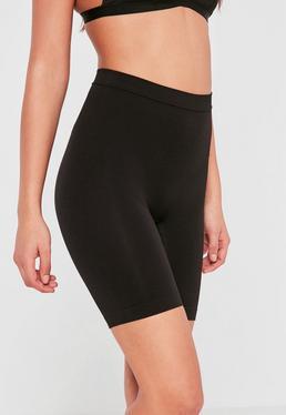 Figurschmeichelnde Shorts in Schwarz