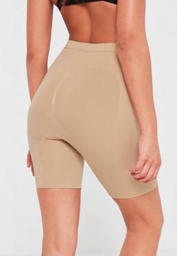 Figurschmeichelnde Shorts in Nude