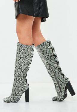 Overknee-Stiefel mit Schlangenprint und Schnürungen
