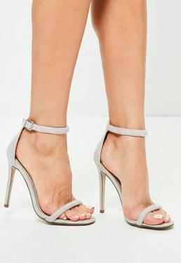Sandalias de tacón fino de tiras en gris