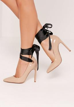 Zapatos de salón con cordones y detalle de ojales nude