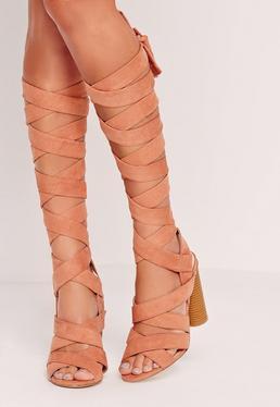 Sandalen mit Blockabsatz und Riemen im Wickeldesign in Pink