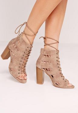 Sandalias de tacón cuadrado con pespuntes laterales marrón
