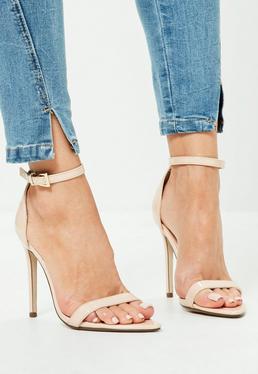 Zapatos de tacón minimalistas con puntera en punta en charol nude