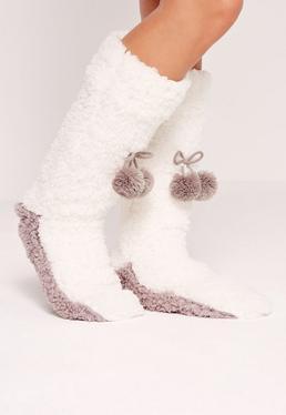 Chaussons-chaussettes blanches à pompons