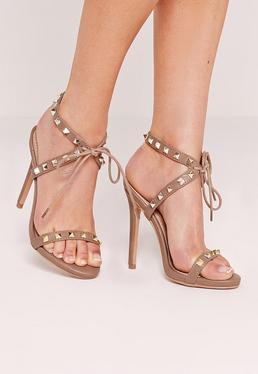 Sandales nude cloutées à talon fin