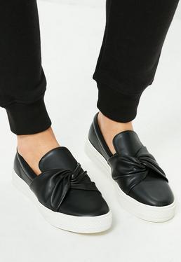 Zapatos de plataforma plana con diseño skater sin cierres y detalle retorcido en la parte delantera negros