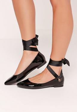 Chaussures plates noires à oeillets