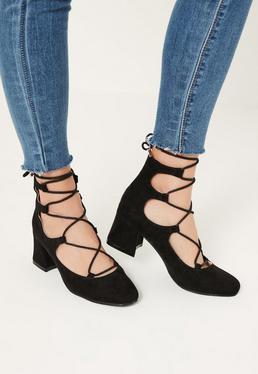 Czarne wiązane buty na płaskim obcasie