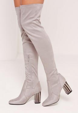 Overknee-Stiefel mit Absätzen in Elfenbeinoptik in Grau