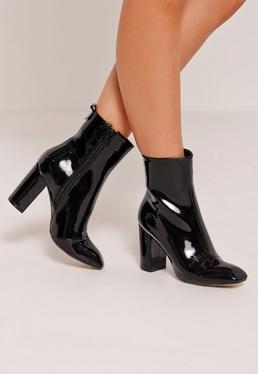Ankle Boots mit Absatz in Lackoptik in Schwarz