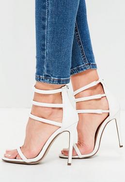 Białe sandały na obcasie z poczwórnymi paskami