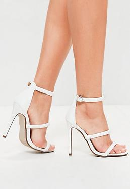 Białe sandały na obcasie z trzema paskami