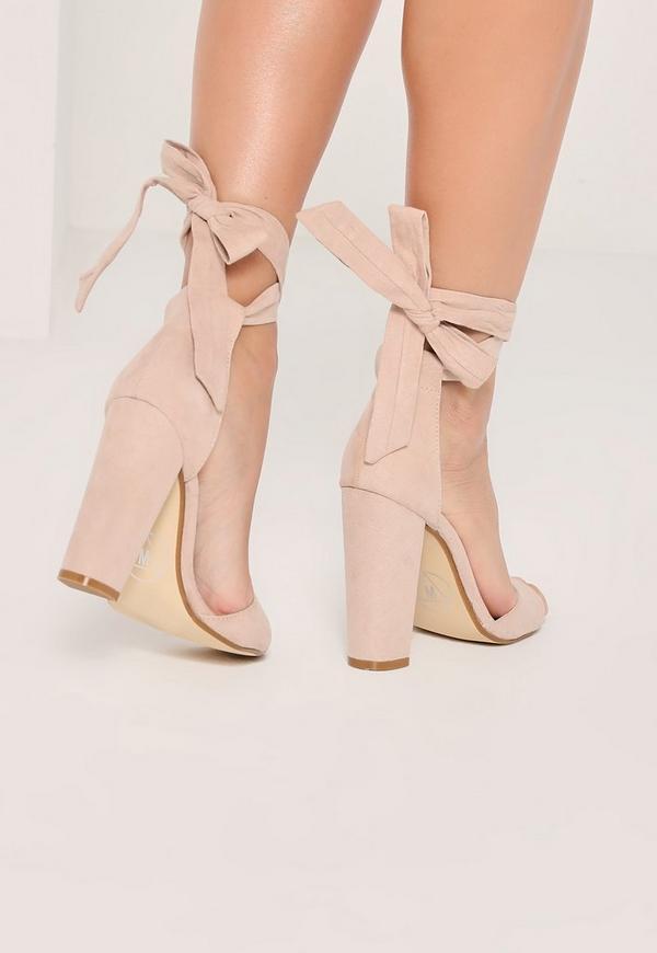 Sandales à talons carrés nude et brides
