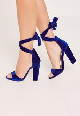 Sandales bleu électrique motif croco à talons carrés