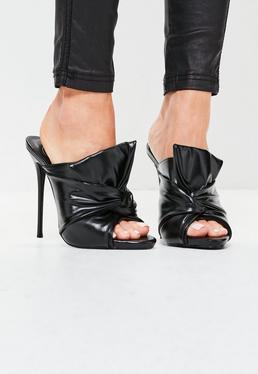 Sandalias de tacón estilo chinelas con nudo en la parte delantera negras