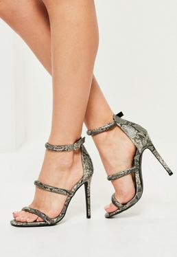 Sandales à talons grises avec imprimé serpent