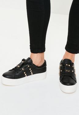 Gold-Nieten besetzte Schnür-Schuhe in Schwarz