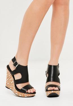 Czarne buty na koturnie z nadrukiem w gwiazki
