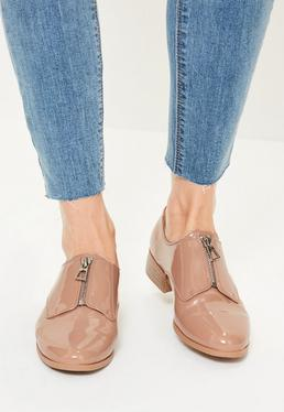 Chaussures richelieu nudes vernies et zippées