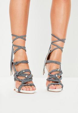 Białe szpilki sandały z wiązanymi sznurówkami
