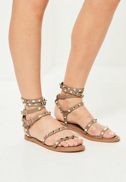 Beżowe sandały gladiatorki z ćwiekami