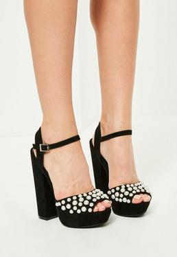 Czarne buty z perłami na platformie