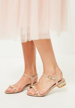 Sandales nude à talon doré et perles